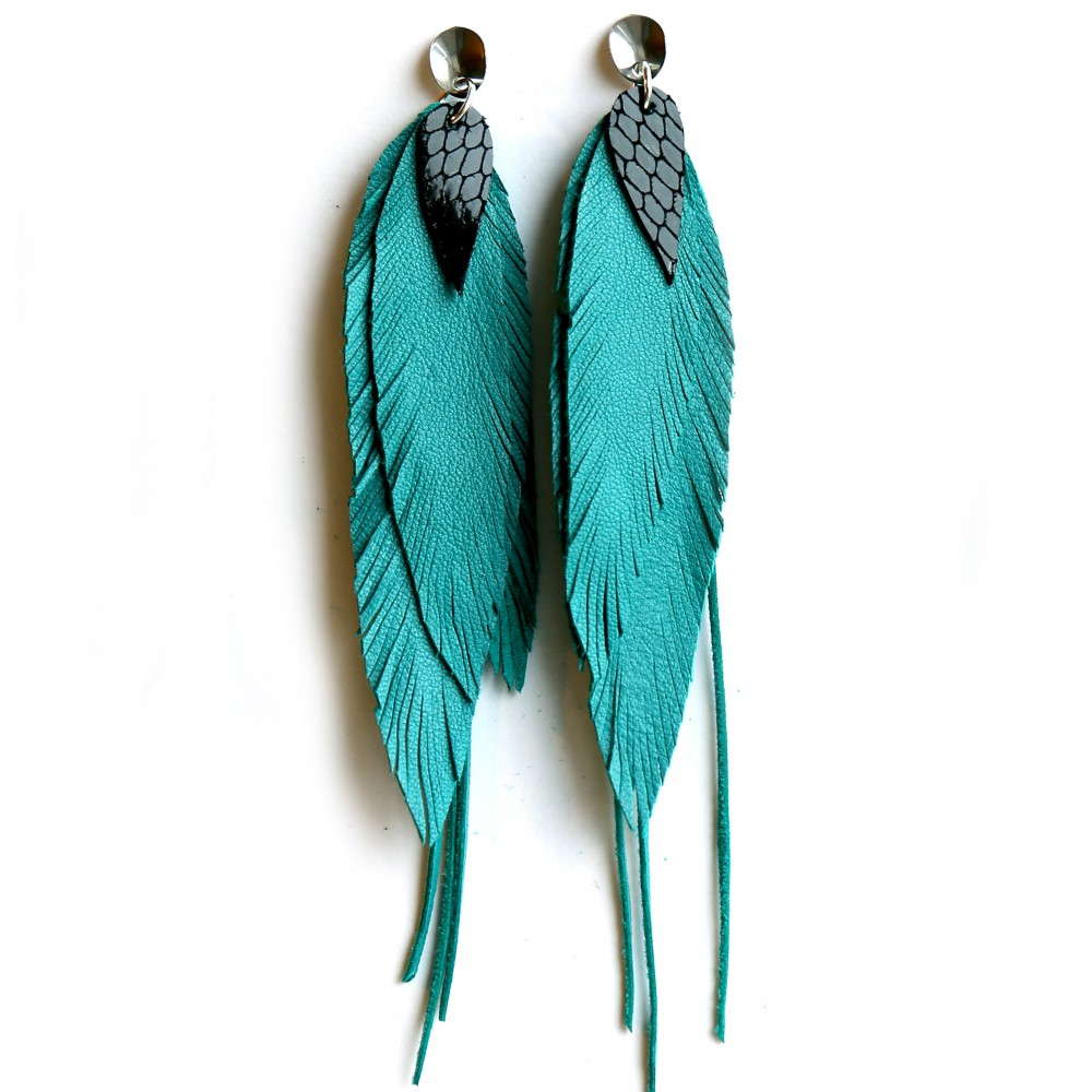Earrings dark turquoise.
