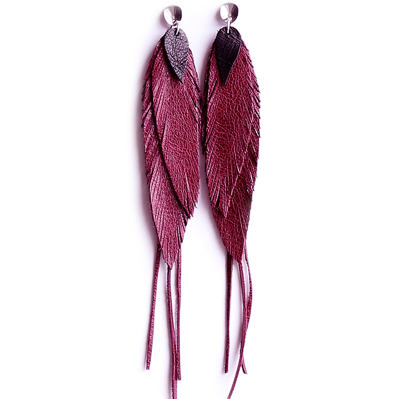 Earrings with dark fuchsia